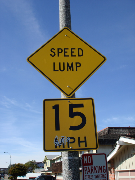 speed lump sign