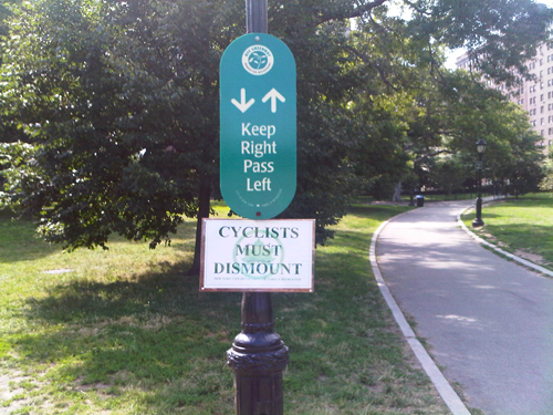 Efforts to replace these dismount signs in Riverside Park are stalling, but Manhattan CB 7 is keeping up the pressure on the Parks Department. Image: