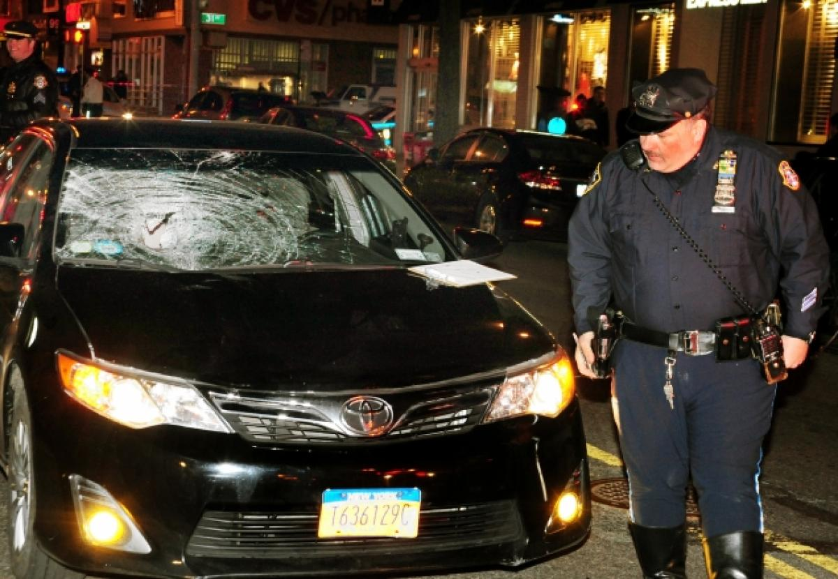 A livery cab driver struck and seriously injured a 27-year-old pedestrian in Astoria. Photo: ##http://www.nydailynews.com/new-york/queens/man-27-critical-struck-livery-cab-astoria-article-1.1731551##Daily News##