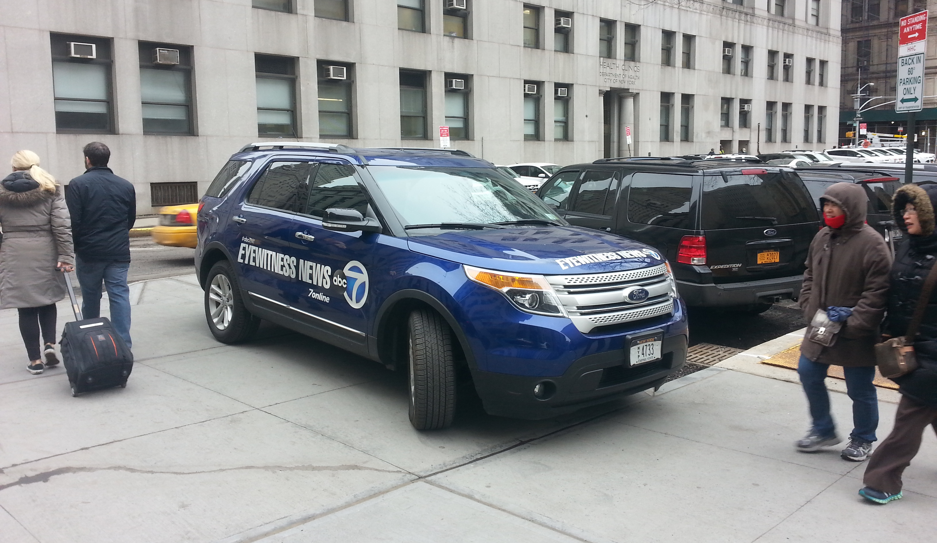 City Of Los Angeles Parking Ticket Extension >> Eyes on the Street: WABC News SUV *PWNS* This Sidewalk Extension   Streetsblog New York City