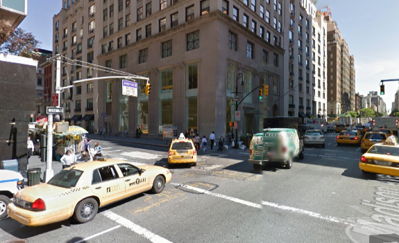 Cab drivers turn onto 60th Street from left turn lane on Madison Avenue. Image: Google Maps